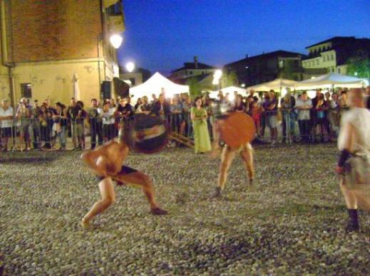 La rievocazione-spettacolo della battaglia contro Cleonimo all'interno del villaggio dei Veneti Antichi