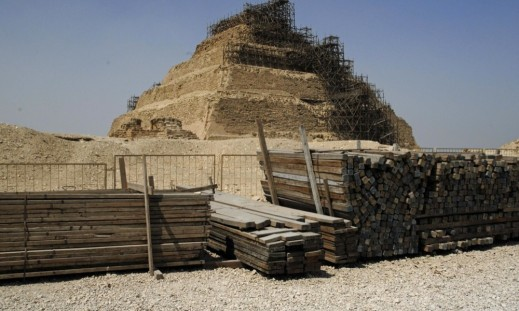 Dal 2002 sono in corso i restauri della grande piramide a gradoni di Saqqara, la più antica dell'Egitto