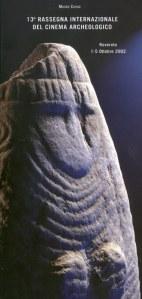 2002, 13. Rassegna: statua-stele antropomorfa dal museo di Riva del Garda