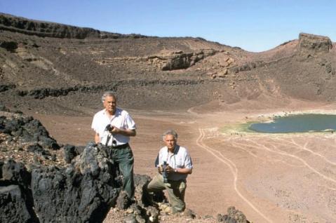 """I fratelli Alfredo e Angelo Castiglioni, qui in una loro missione nel deserto nubiano, propongono il film """"Il viaggio alla miniera di smeraldi di Cleopatra"""""""