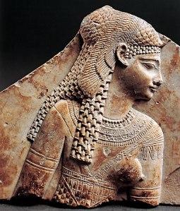 La bellissima Cleopatra VII in un rilievo