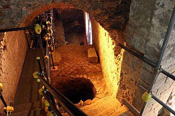 Un suggestivo passaggio all'interno della visita guidata al teatro romano di Firenze