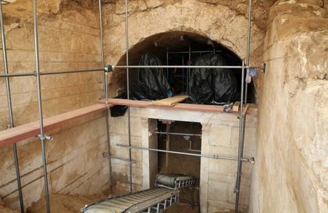 Il monumentale ingresso del tumulo macedone scavato a Kasta di Anfipoli