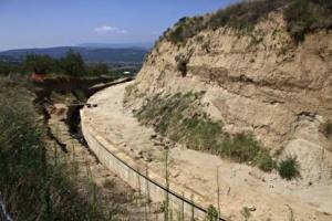 La collinetta artificiale che celava il tumulo macedone individuata da Lazaridis