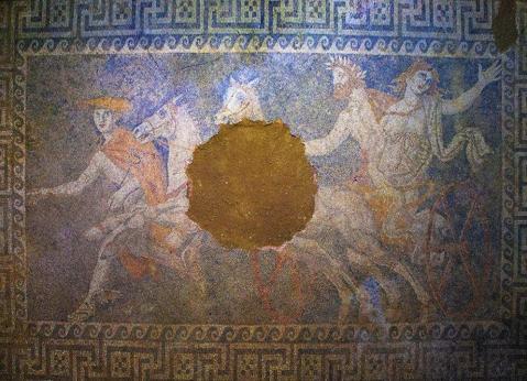 Il grande mosaico pavimentale trovato in una stanza interna della tomba di Anfipoli