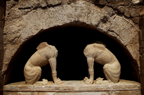 Le due sfingi, preziose sculture del IV secolo a.C., sono a guardia della tomba di Anfipoli