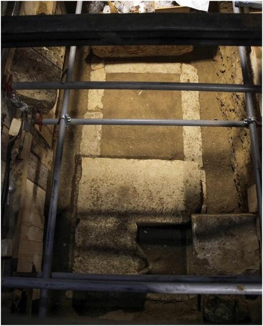 La stanza sepolcrale trovata alla fine del percorso ipogeo nel tumulo macedone di Anfipolis