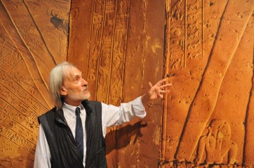 Paolo Renier mostra le straordinarie immagini della stanza del sarcofago dell'Osireion di Abido