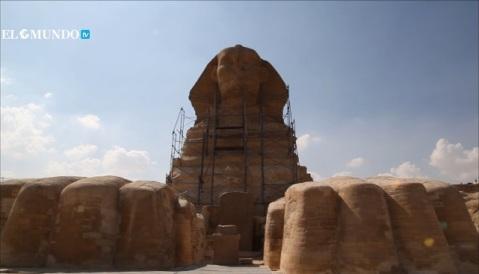 La Sfinge vista dal cortile all'altezza delle zampe: presto questo spazio sarà accessibile al pubblico