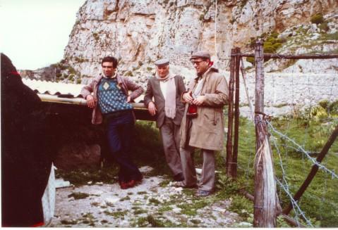 Da destra, Vincenzo La Rosa, Arturo Petix e Giuseppe Palumbo sullo scavo di Milena, in Sicilia