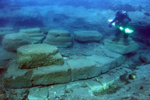 Le monumentali strutture del porto romano di Lipari scoperto sui fondali di Sottomonastero
