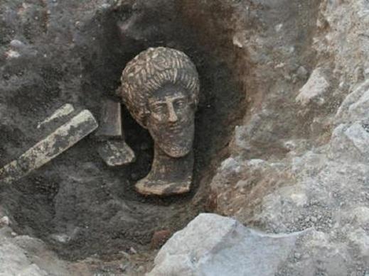 La testa del dio degli Etruschi, Voltumna, trovato nello scavo di Fanum Voltumnae a Orvieto