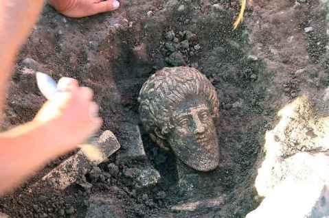 Il ritrovamento della testa del dio etrusco Voltumna consolida l'ipotesi che questo è il Fanum Voltumnae
