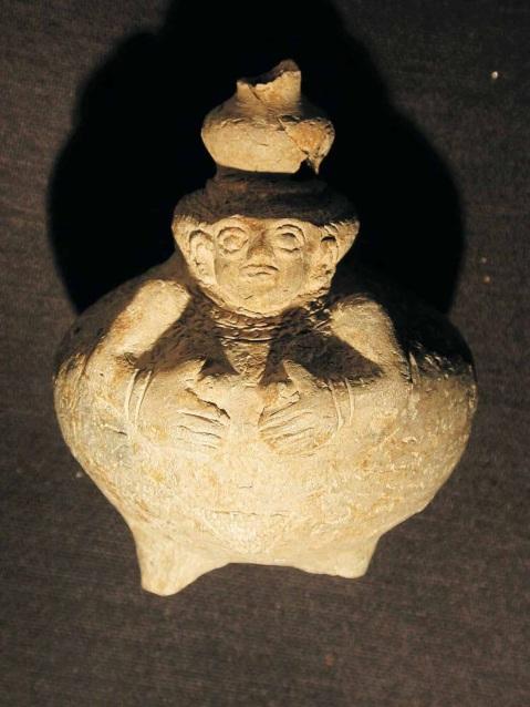 """La cosiddetta """"Signora degli Inferi"""", piccola giara antropomorfica trovata nella fossa necromantica di Urkesh"""