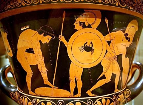 Gruppo di giovani raffigurato nell'atto di indossare le armi prima di una battaglia