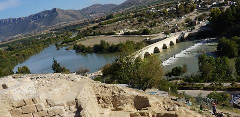 Il fiume Ceyhan attraversato dal ponte romano lambisce la collina di Misis in posizione strategica