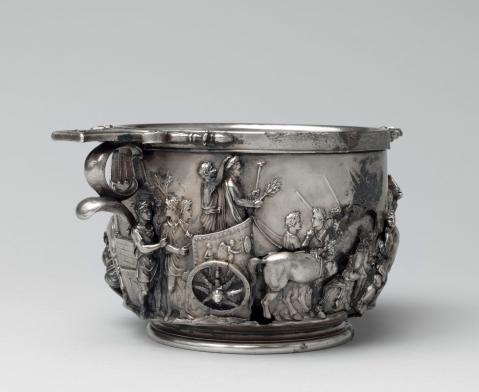 """Una delle cosiddette """"Coppe di Augusto"""" in argento dal tesoro di Boscoreale"""