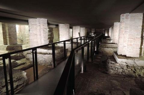 La vasta area archeologica sotto la navata del duomo di Vicenza con gli allestimenti per la visita