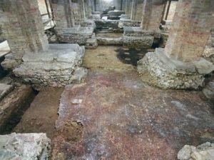 L'area archeologica riaffiorata tra le fondazioni dei pilastri della navata del duomo di Vicenza