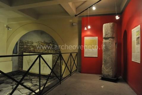 L'accesso alla strada romana basolata, sotto il duomo di Vicenza: corrisponde a un decumano minore