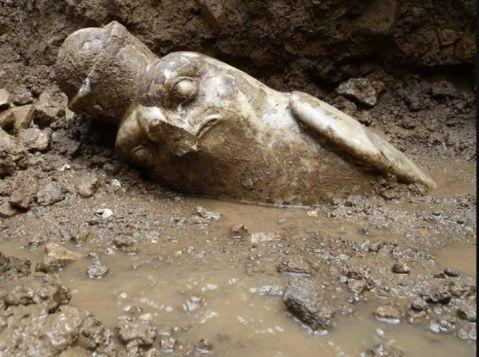 La recentissima scoperta della statua del dio Horus nel complesso della Palestra a villa Adriana