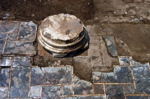 Le basi di colonna marmoree ritrovate a villa Adriana e oggi visitabili