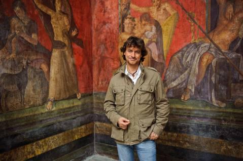 Con il supporto di archeologi e vulcanologi Alberto Angela ricostruisce come in presa diretta gli ultimi giorni di Pompei