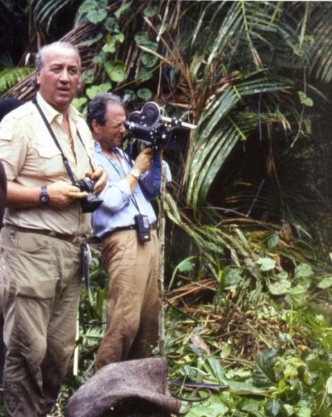 Giancarlo Ligabue accompagnato dal fedelissimo cineoperatore Sergio Manzoni