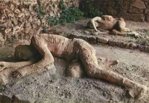 """La tragedia di Pompei si """"vive"""" nei calchi dei suoi abitanti sepolti dall'eruzione del Vesuvio"""