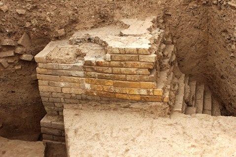 L'angolo del secondo corridoio interno: questa scoperta ha rivelato la natura del monumento di Tol-e Ajori: è una porta monumentale