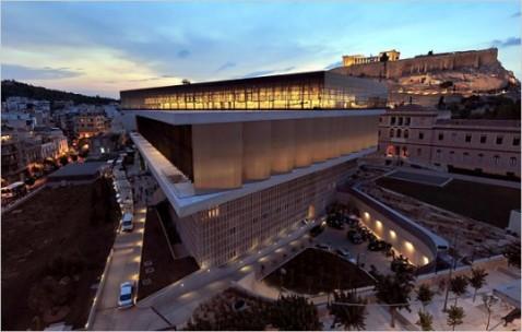 L'originale sede del nuovo museo dell'Acropoli in stretto rapporto con il Partenone e gli altri monumenti
