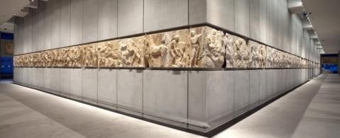 Il fregio del Partenone esposto nel nuovo museo dell'Acropoli di Atene