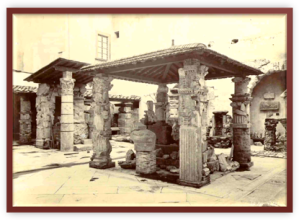 Il Cortile dei Fiorentini all'inizio del Novecento