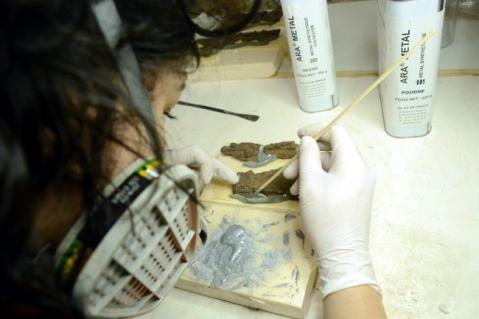 Il restauro del calesse della principessa nel laboratorio del museo Archeologico di Murlo