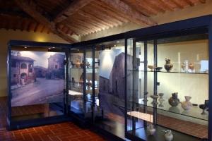 Una sala del museo Archeologico di Murlo nel Senese