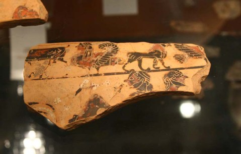Frammento di un vaso decorato proveniente dal corredo della Tomba A del Poggione