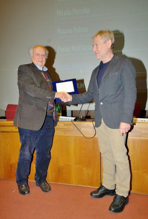Il prof. Paolo Matthiae, l'archeologo orientalista scopritore di Ebla, premiato da Piero Pruneti, direttore di Archeologia Viva