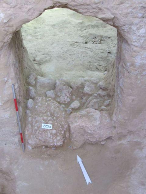 La porta trovata dagli archeologi a sigillo di una delle tombe micenee inviolate