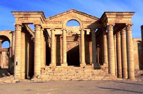 Secondo la tv curda i jihadisti avrebbero fatto scempio della città di Hatra, fondata dai Seleucidi nel III sec. a.C.