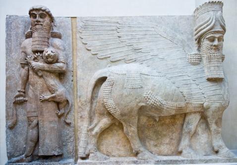 La statua di Gilgamesh e un lamassu da Khorsabad, oggi conservati al museo del Louvre di Parigi