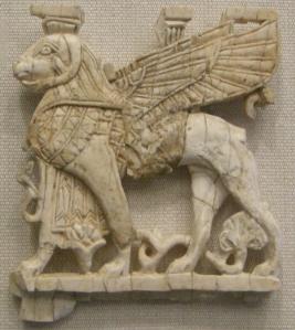 Un prezioso avorio da Nimrud: placchetta con sfinge dell'VIII-VII sec. a.C.