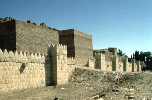 Le mura ricostruite di Ninive sarebbero state danneggiate dall'Isis