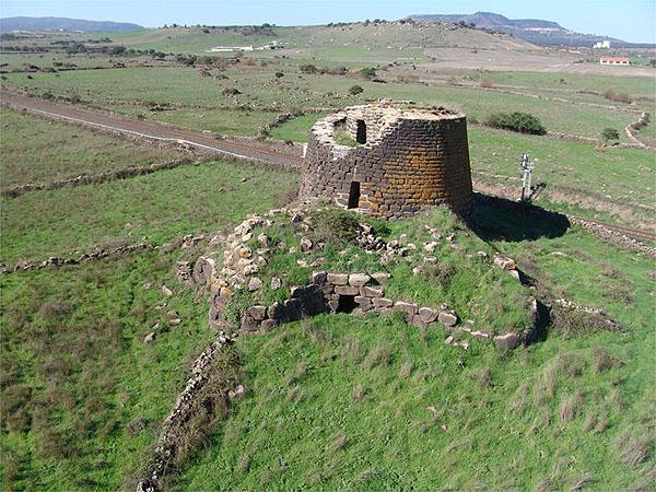 Il nuraghe Oes (Giave) è tra i siti descritti da Gianfranca Salis e Luisanna Usai
