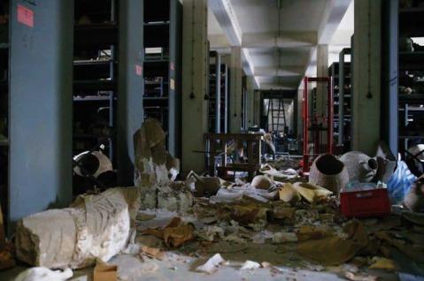 2003: a Baghdad è il caos. I saccheggi non risparmiano neppure il museo archeologico nazionale dell'Iraq