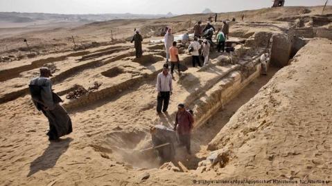 La necropoli di Abusir, a 25 chilometri a sud-ovest del Cairo, e a nord di Saqqara