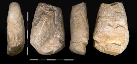 La stele di Vezzano (nei quattro lati) che raffigura una donna: ha 5000 anni