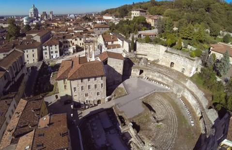 Il teatro romano della romana Brixia è uno dei monumenti che fanno del Parco archeologico di Brescia un unicum