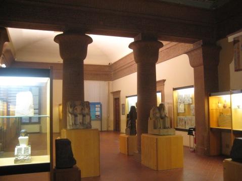 Le sale egittizzanti del museo Egizio di Firenze: sono progressivamente riallestite