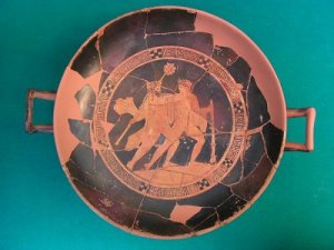 Dioniso ed Ermes su una kylix greca trovata a Marzabotto