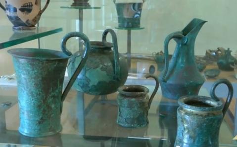Utensili in bronzo utilizzati nei banchetti provenienti dalle necropoli di Marzabotto